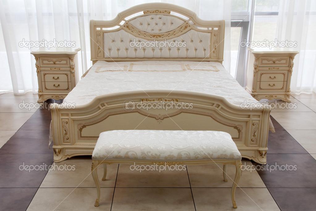 modernen italienischen Stil Schlafzimmer — Stockfoto © gdolgikh ...