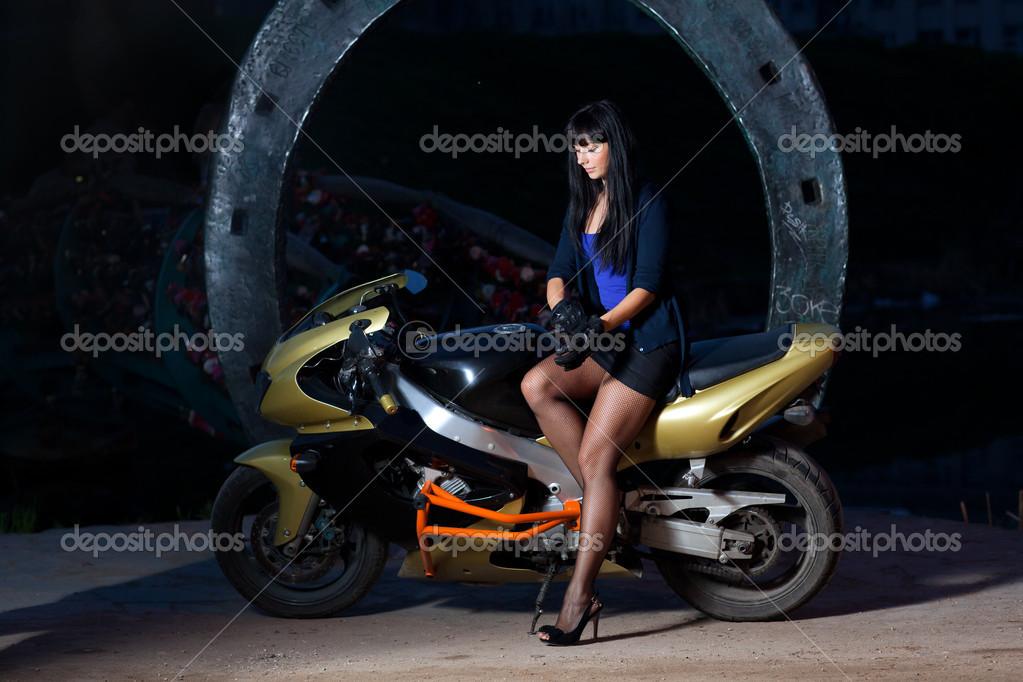 Девушка В Юбке Сидит На Мотоцикле