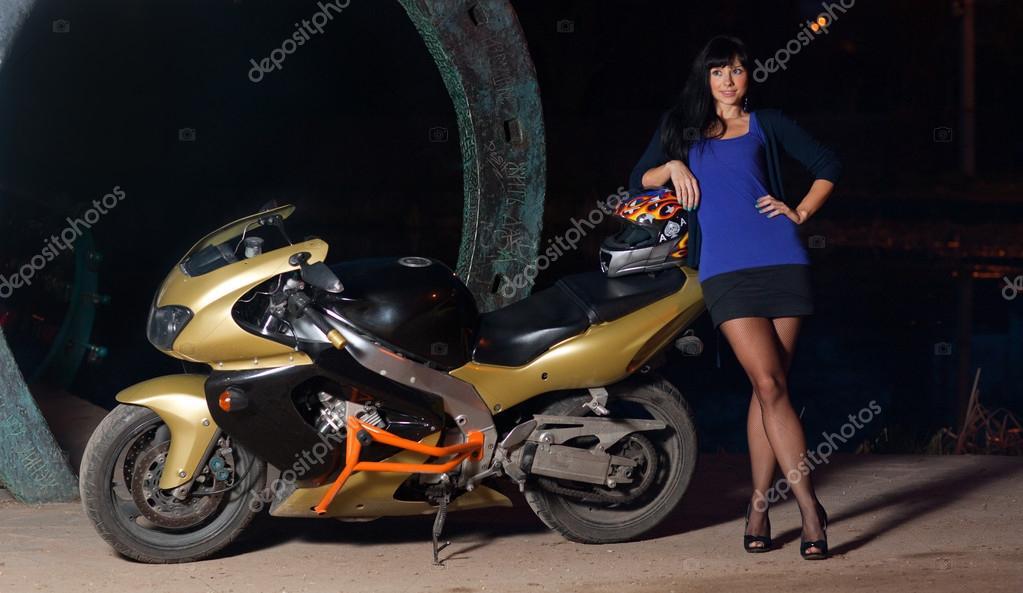 Порно госпожа в юбке на мотоцикле задница красивом