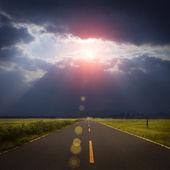 Fotografie Krajina road, mraky a Bůh ray