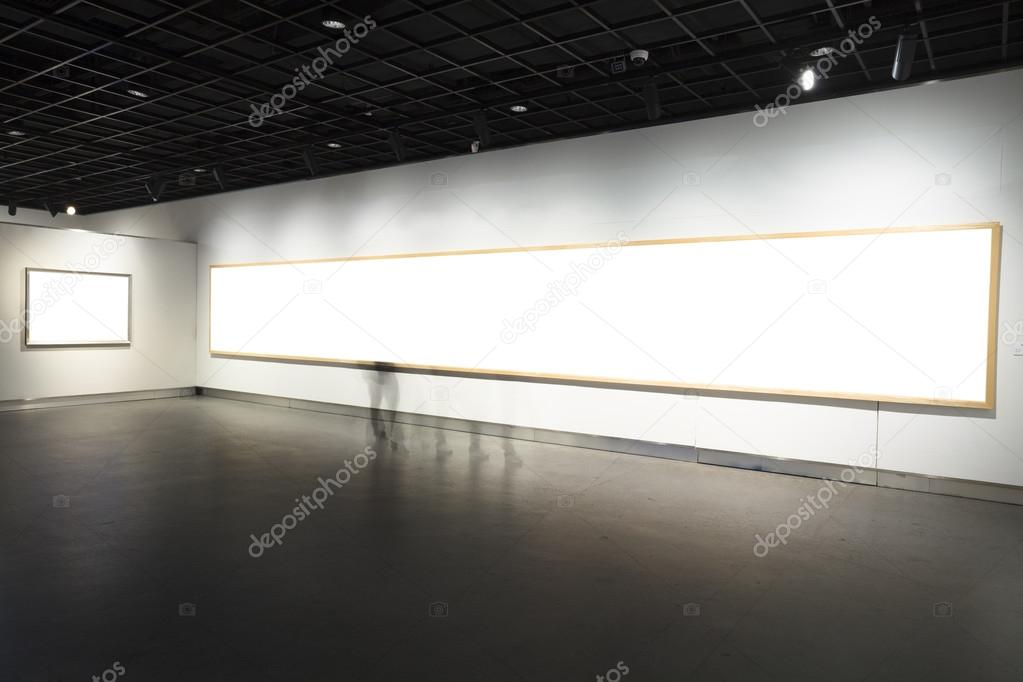 Marcos vacíos en Museo — Foto editorial de stock © zhudifeng #16805475