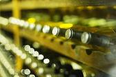 vinný sklep plný lahví vína