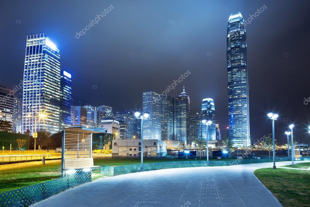 Modern şehir Arka Plan Ile Gece Yol Stok Foto Zhudifeng 46387257