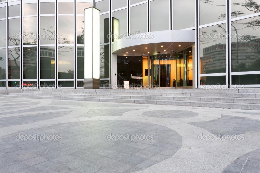 Ingang van moderne kantoorgebouw u2014 stockfoto © zhudifeng #46407043