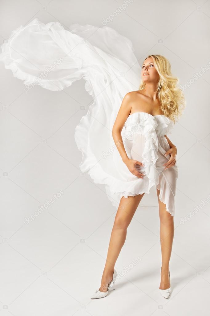 женщины в белых платьях фото