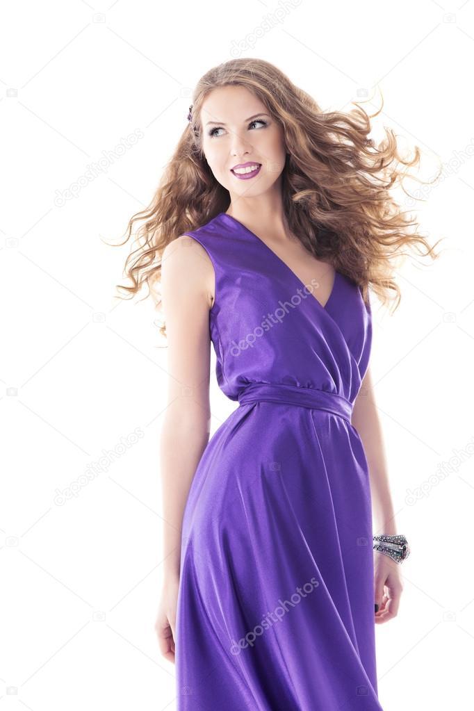 mujer retrato hermoso vestido de seda de color púrpura, pelos largos ...