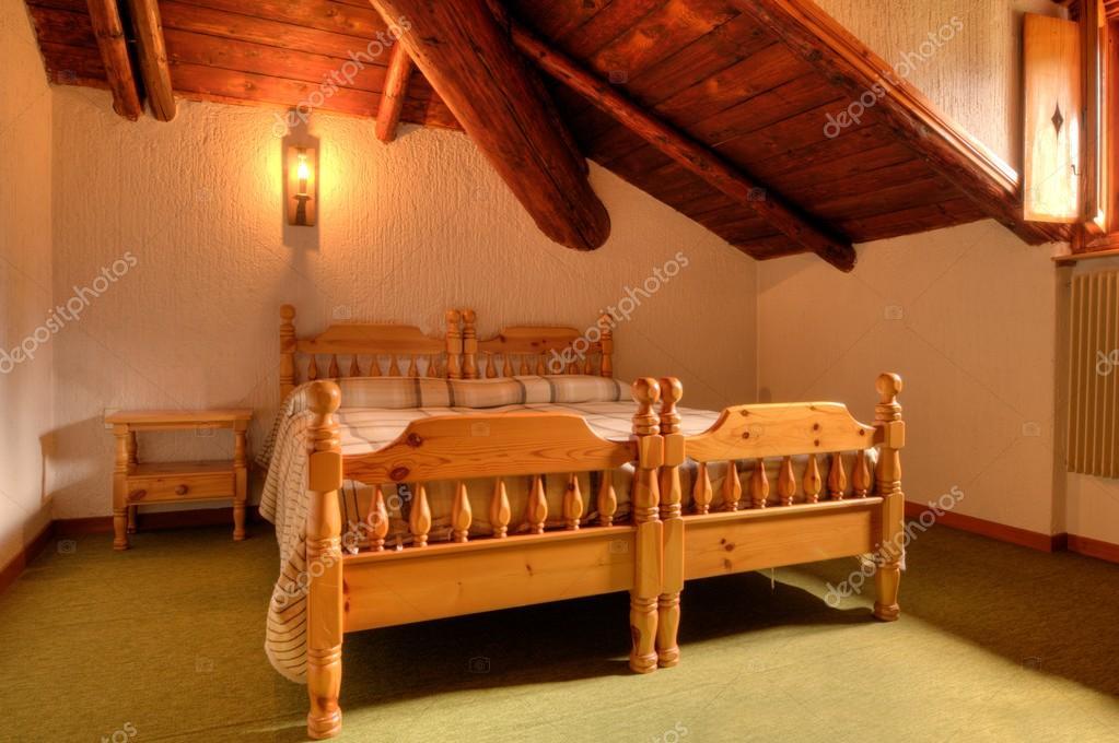 Camera da letto stile di montagna foto stock rcerruti 22515003 - Camera da letto foto ...