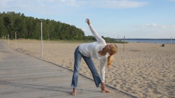 nő gyakorló jóga