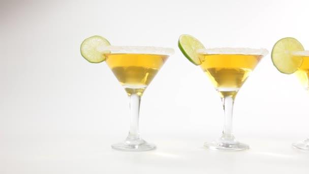 Martini-Cocktails mit Kalk