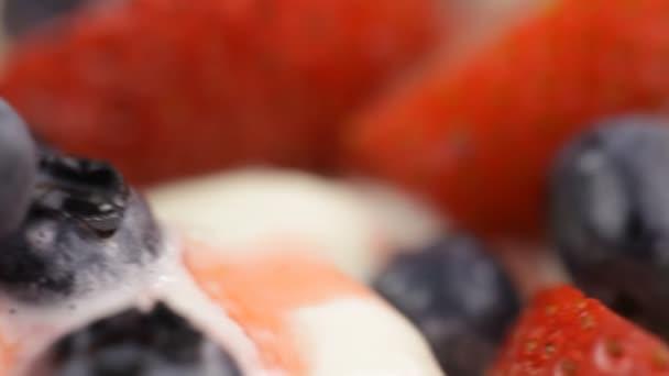 zmrzlina a bobulové ovoce