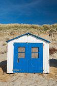 Modré plážové chýše