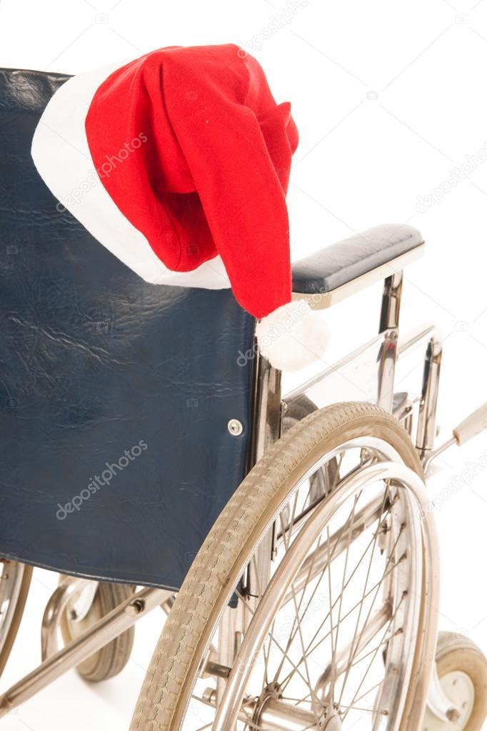 Sedia A Rotelle Con Cappello Di Babbo Natale Foto Stock