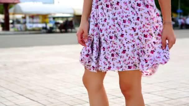 sexy žena nohy v minisukni, nízká závěrky