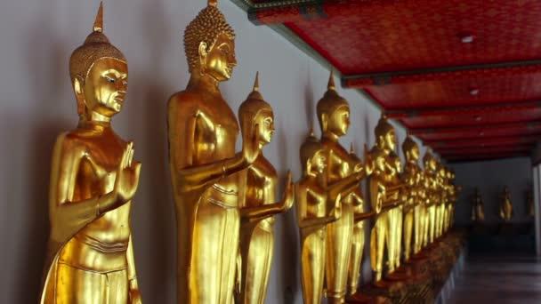 zlaté sochy Buddhy
