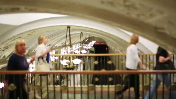 moskevského metra cestující