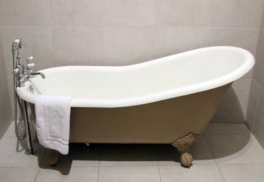 Old style bath tub