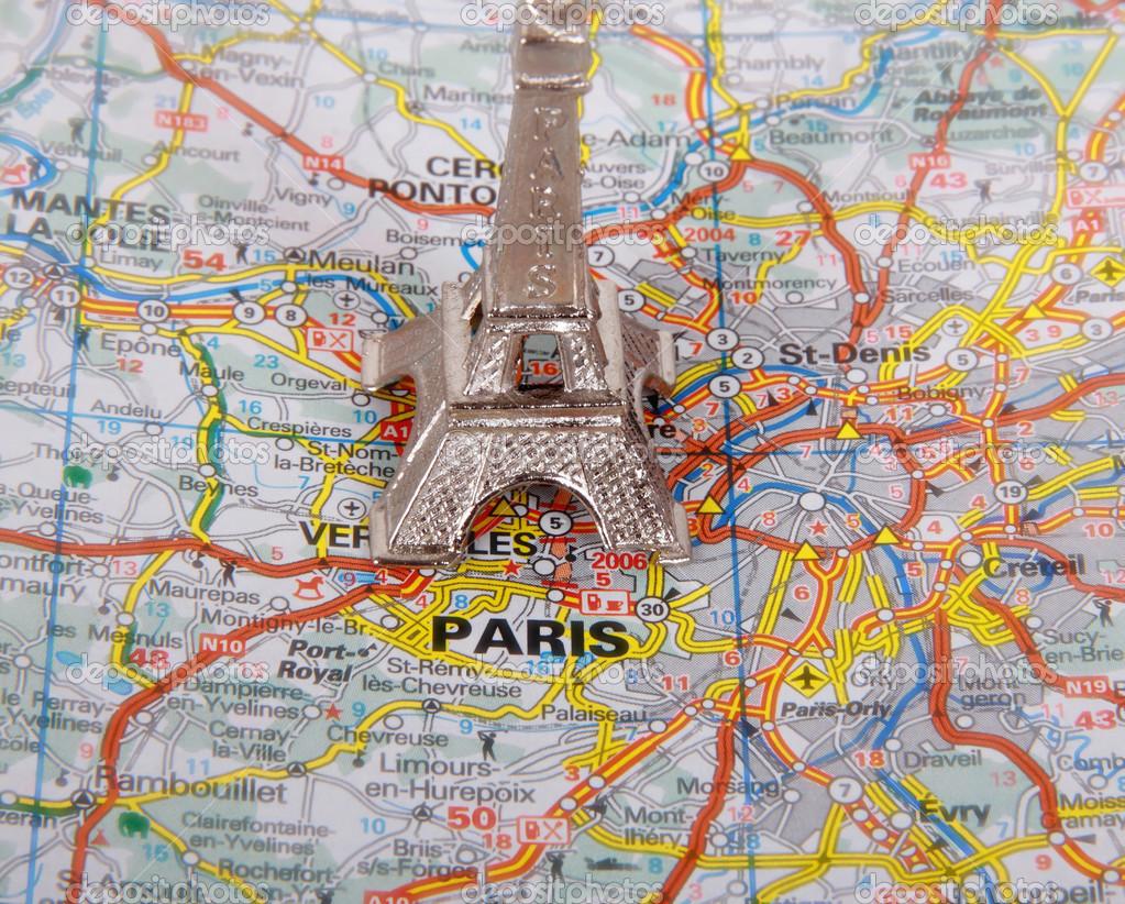Karte Paris Eiffelturm.Eiffelturm Auf Einer Karte Von Paris Kurzer Brennweite