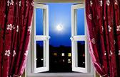 Fotografia Aprire la finestra per edifici di Londra di notte