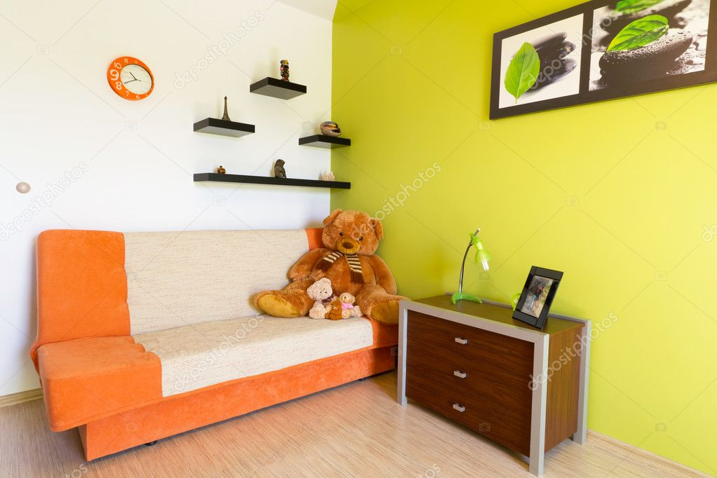 Chambre à Coucher Avec Canapé Orange Blanc Et Vertu2013 Images De Stock Libres  De Droits