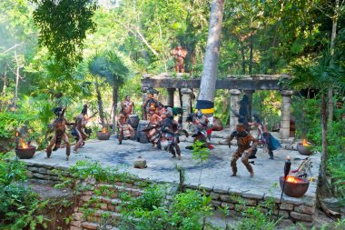 Pre-Hispanic Mayan performance in the jungle