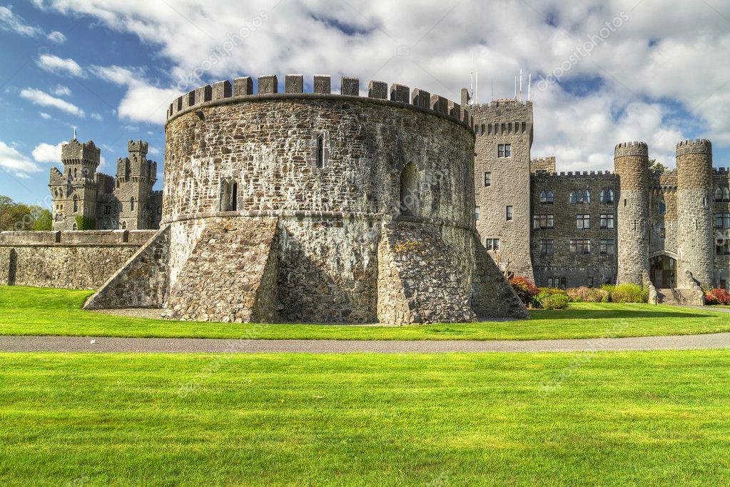 Castello di Ashford e giardini nella contea di mayo — Foto Stock ...