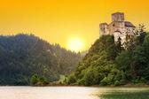 hrad czorsztyn středověké na jezeře