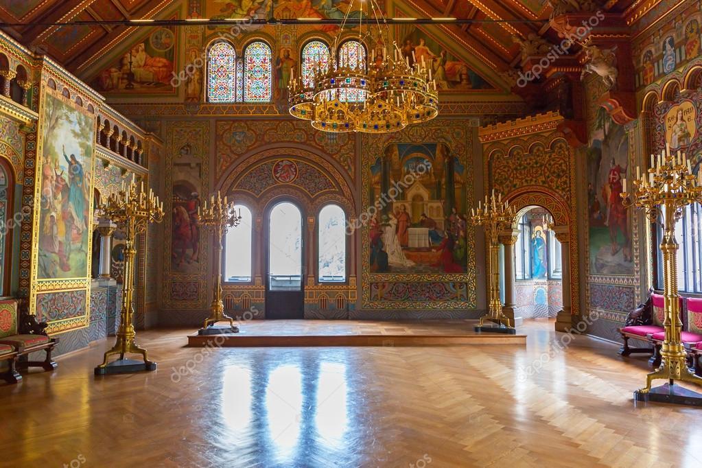 https://st.depositphotos.com/1007373/5045/i/950/depositphotos_50458989-stockafbeelding-interieur-van-het-kasteel-neuschwanstein.jpg