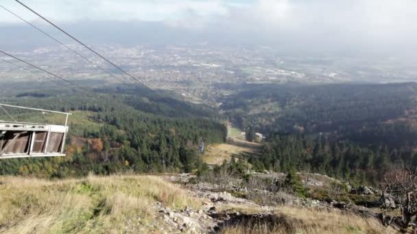 pohled z horní stanice na lanová dráha na Ještěd, Česká republika