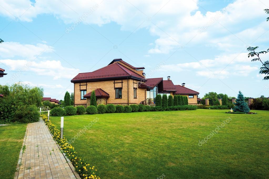 Moderna casa de campo con elementos de dise o del paisaje for Planimetrie della casa del cottage