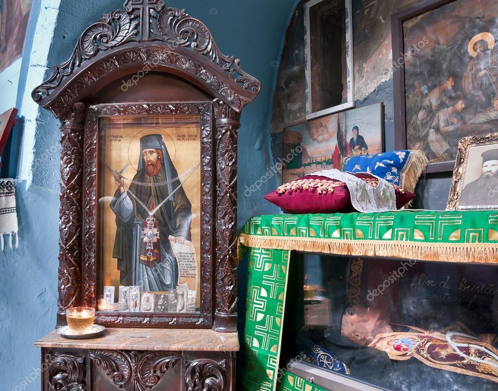 фото древних икон в румынских монастырях этой породы большое