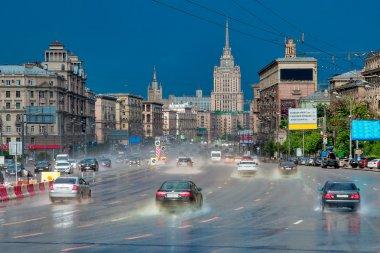 Rain on Kutuzov Avenue.