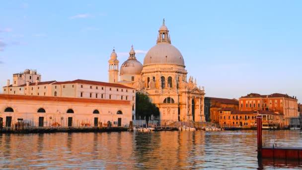 ヴェネツィア、ラ敬礼