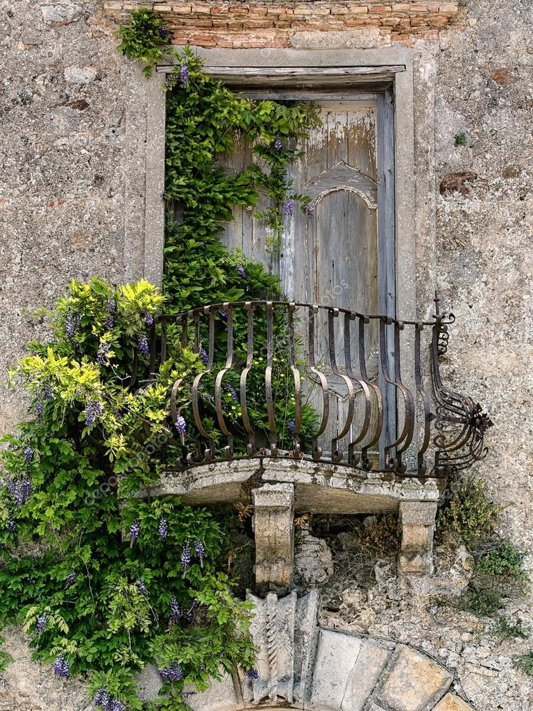Фотообои на заказ - old balcony in tuscany фотообои на заказ.