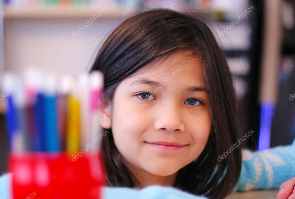 Dokuz Yaşındaki Kız Boyama Stok Foto Jarenwicklund 18694279