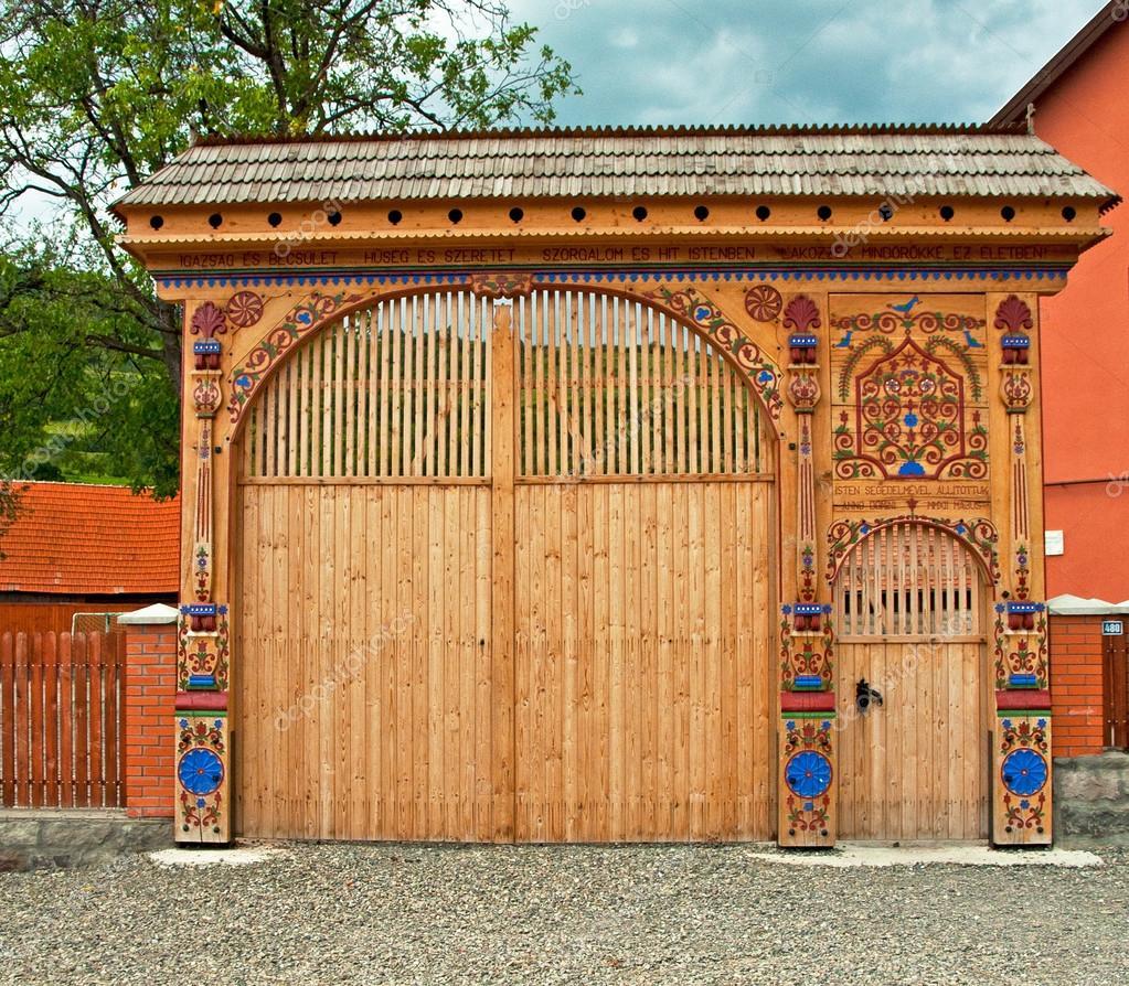 Vieille Porte En Bois Ancienne traditionnelle vieille porte sculpté en bois — photographie