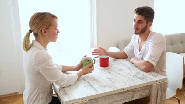 Mengetes Pasangan Hanya Akan Membuat Hubungan Kamu Rusak !!