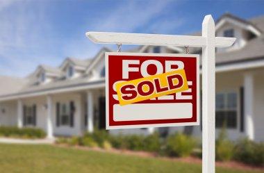 """Картина, постер, плакат, фотообои """"Продано недвижимости знак и дом"""", артикул 19379689"""