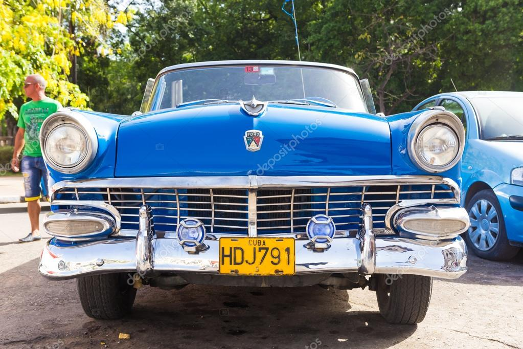 Front view of an old convertible Ford in Havana – Stock Editorial ...