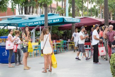 Tourists at Lincoln Road in Miami Beach