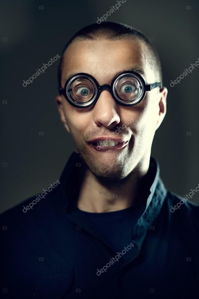 d8e0e15d51 Τύπος nerd στο γυαλιά — Φωτογραφία Αρχείου © dontcut  48777125