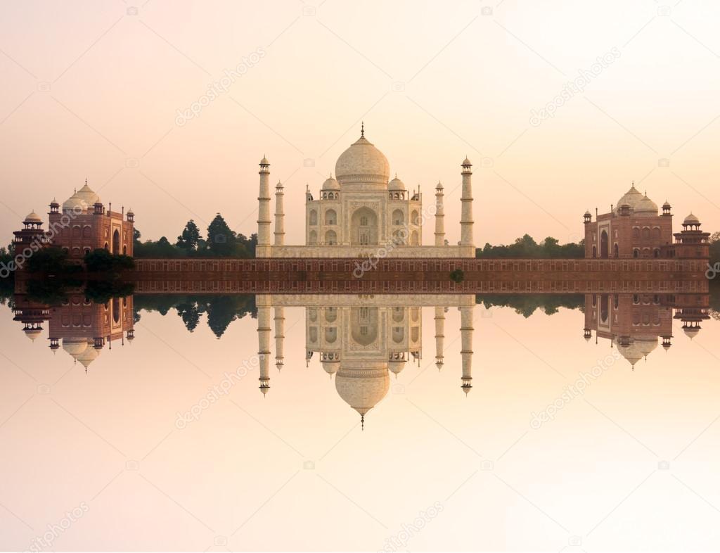 Yamuna River, Agra, Uttar Pradesh, India загрузить