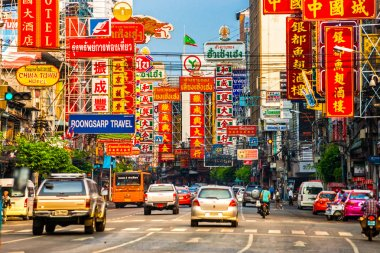 Busy Yaowarat Road