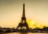 Eiffelturm bei Sonnenaufgang, paris