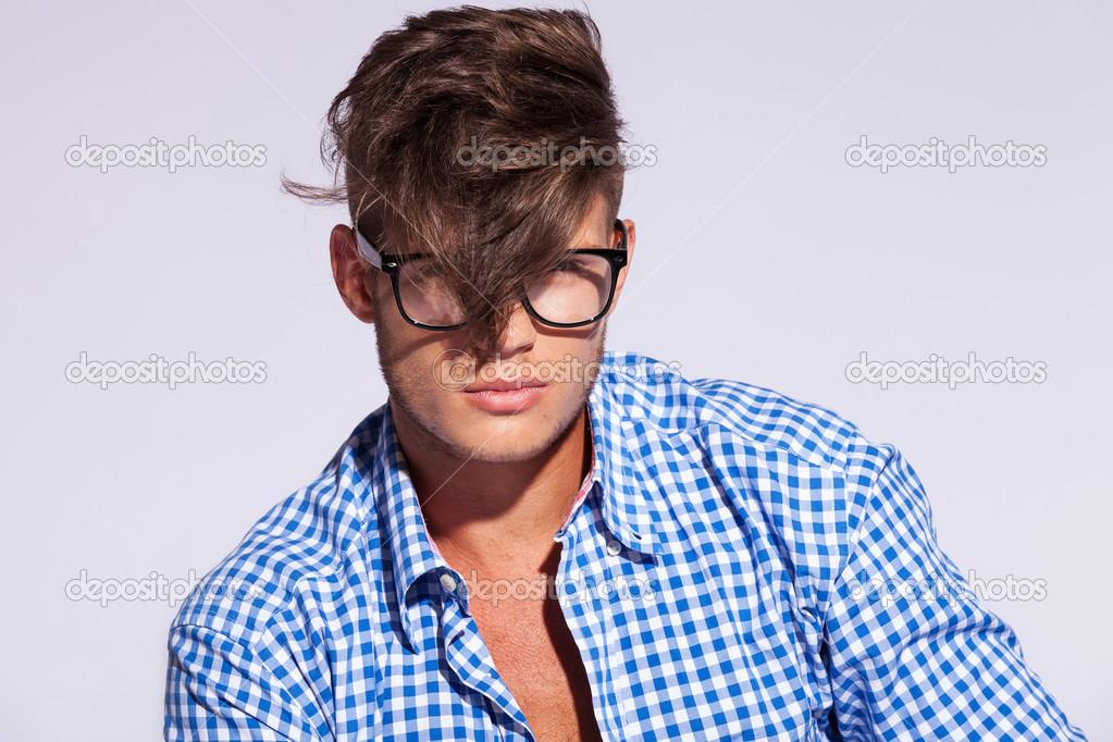 Mode Mann Mit Haaren Auf Gesicht Stockfoto Feedough 14036956
