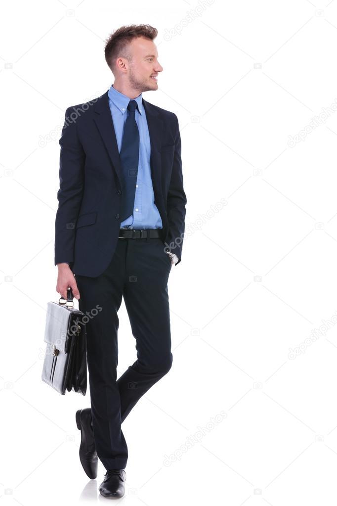 Мужчина с чемоданом nanxiang чемодан купить