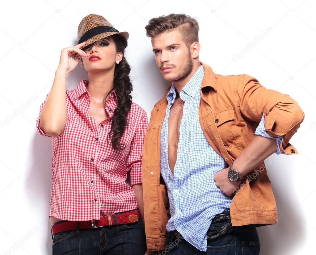 Modelos De Moda Informal Joven Posando En Studio Foto De Stock Feedough 41491533