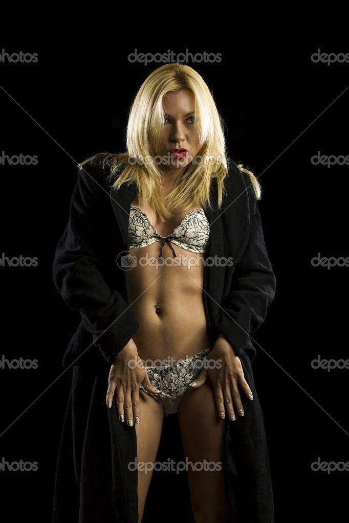 Y En De Ropa Interior Abrigo Mujer Retrato Joven Hermosa Cx6qwRcZS