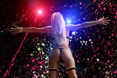 Fotografie junge blonde Dame in Nachtclub