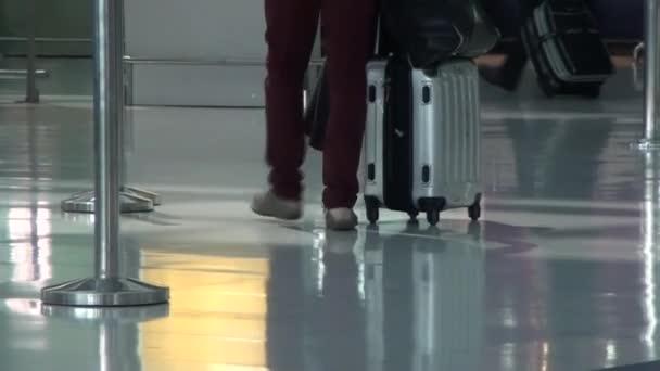 chůze na letišti
