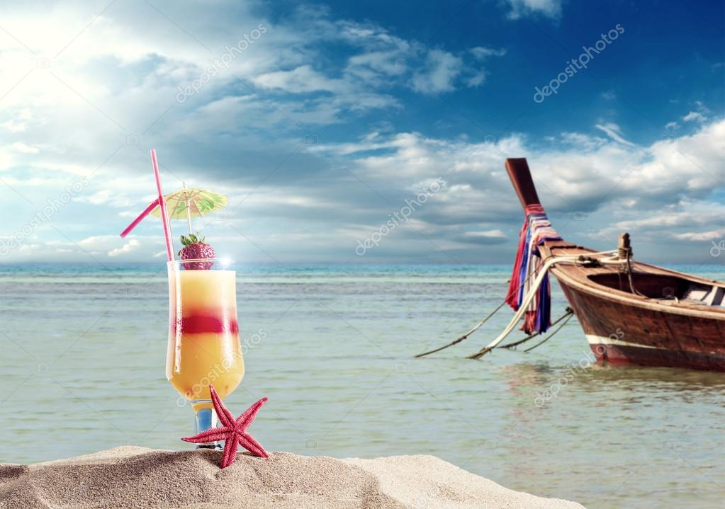 Fresh cocktail on the beach in thailand stock photo 41418057 - Decor plage ...
